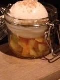 bild-dessert kokossorbe och mangomarineradfrukt