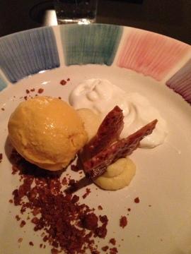 bild-dessert vitchoklad o fänkålskräm med havtornsglass o skummad yoghurt och havresmul