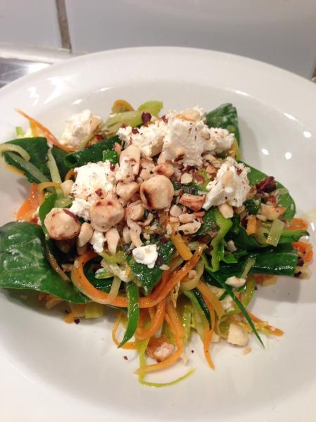 grönsaksspaghetti feta brynt smör hasselnöt