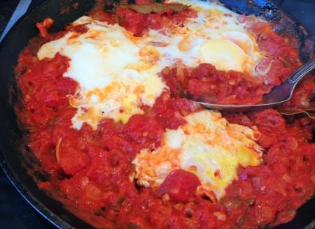 Huevos rancheros het tomat paprika röra