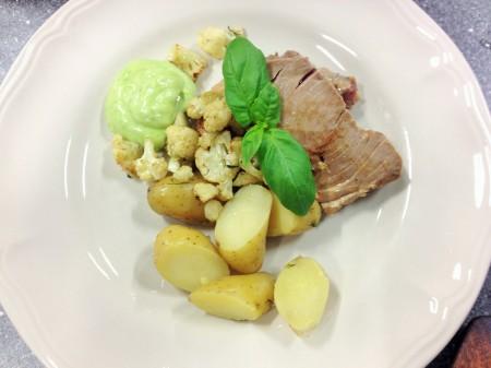 tonfisk, råstekt blomkål olivoljekokt potatis och basilika aioli