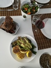 Entrecote med grillade grönsaker och en fräsch sallad