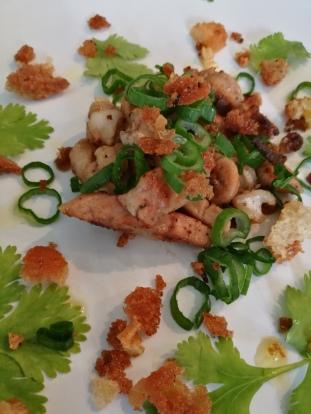marulkslever med citron, koriander, salladslök och vitlöksbrödsmul