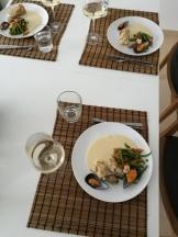 Marulk och musslor med vitvinssås