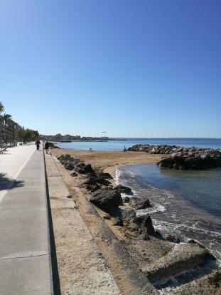 El Molinar strandpromenaden österut