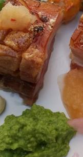 Fläsksidan, äppelchutney och ärtpeston på Kajplats 1